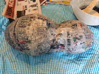 Papier mache met twee ballonnen