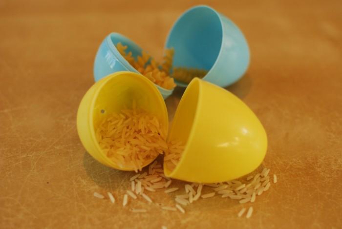 Schudkokers van plastic eieren