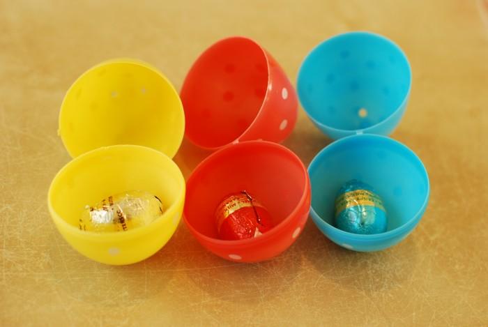 Paaseitjes in juiste plastic paasei