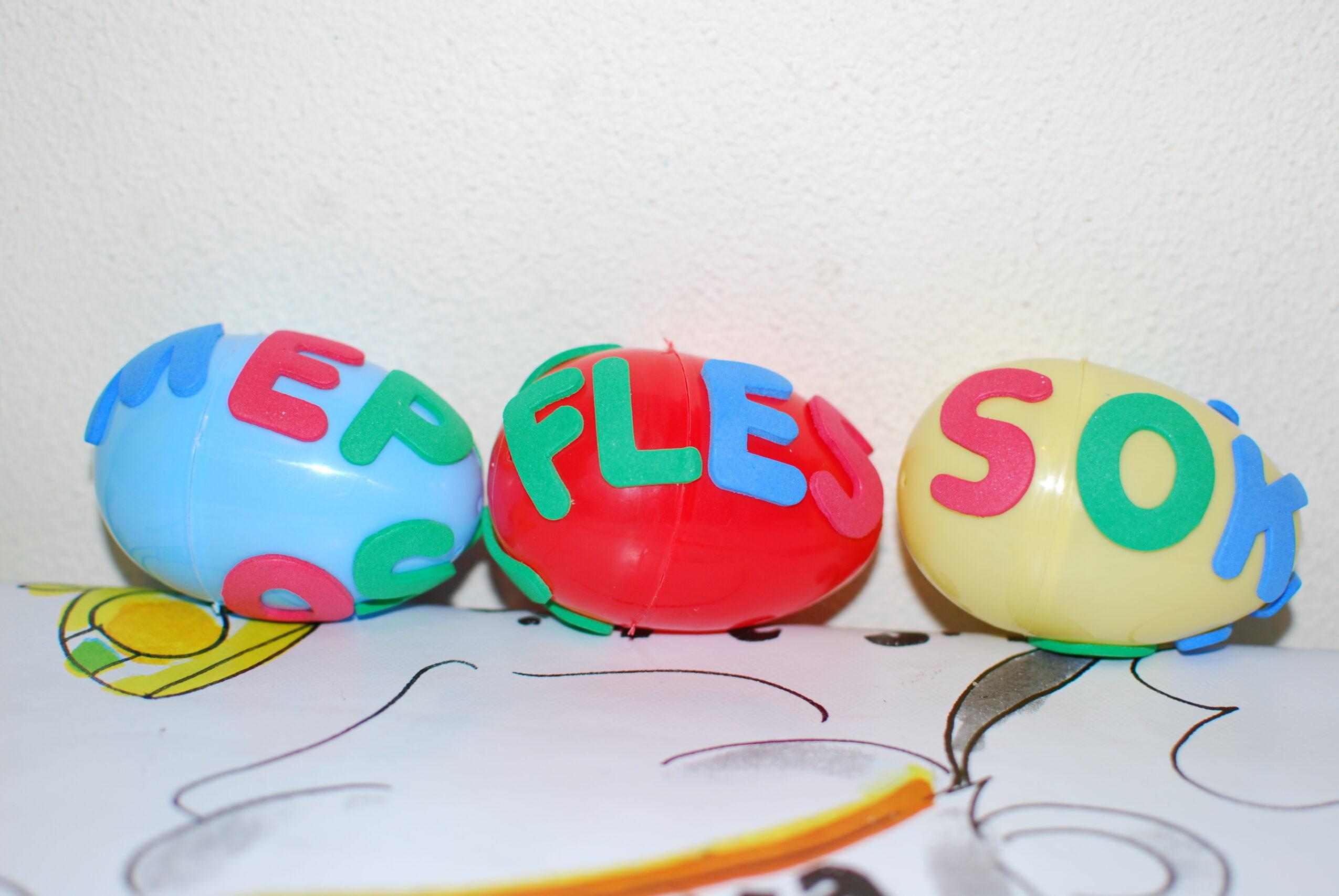 Eieren met letters, woorden lezen