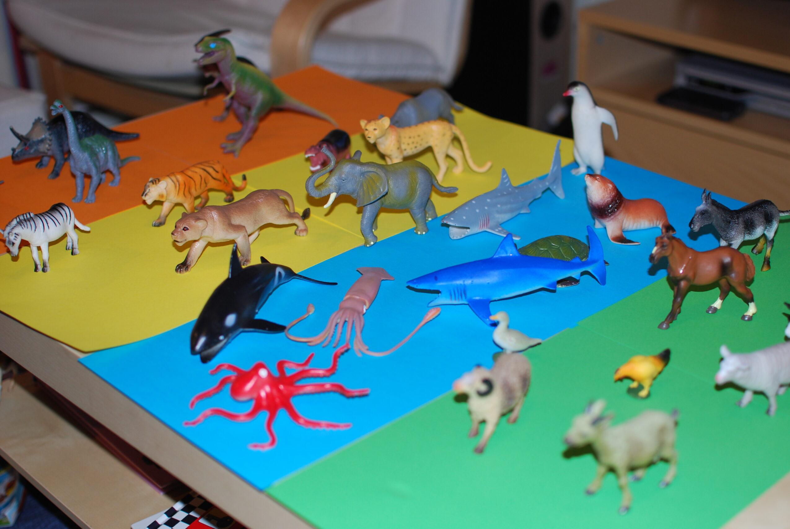 Spelen plastic dieren