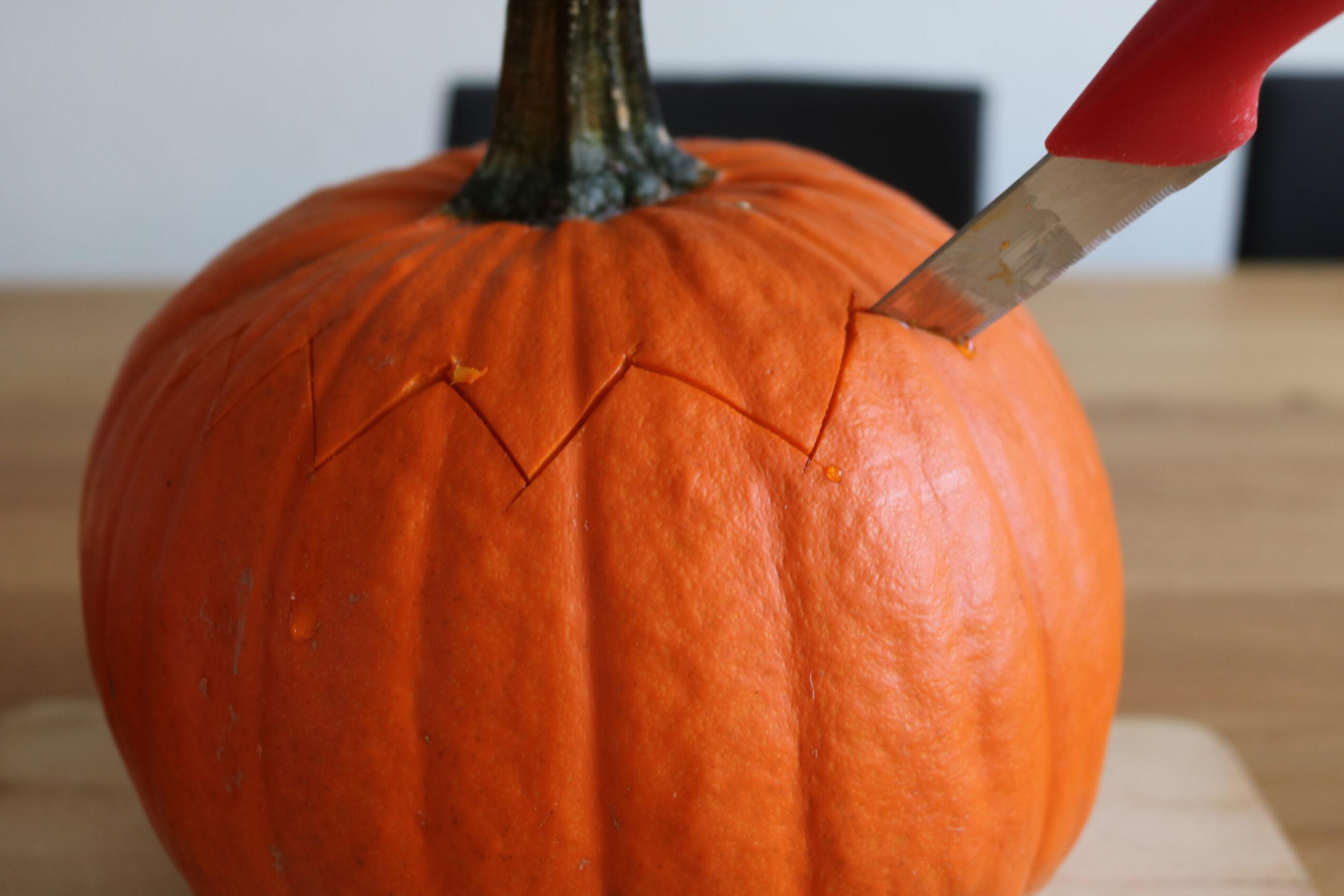 Uithollen Pompoen Halloween.Pompoen Uithollen Stap Voor Stap Juf Maike Tips Voor De
