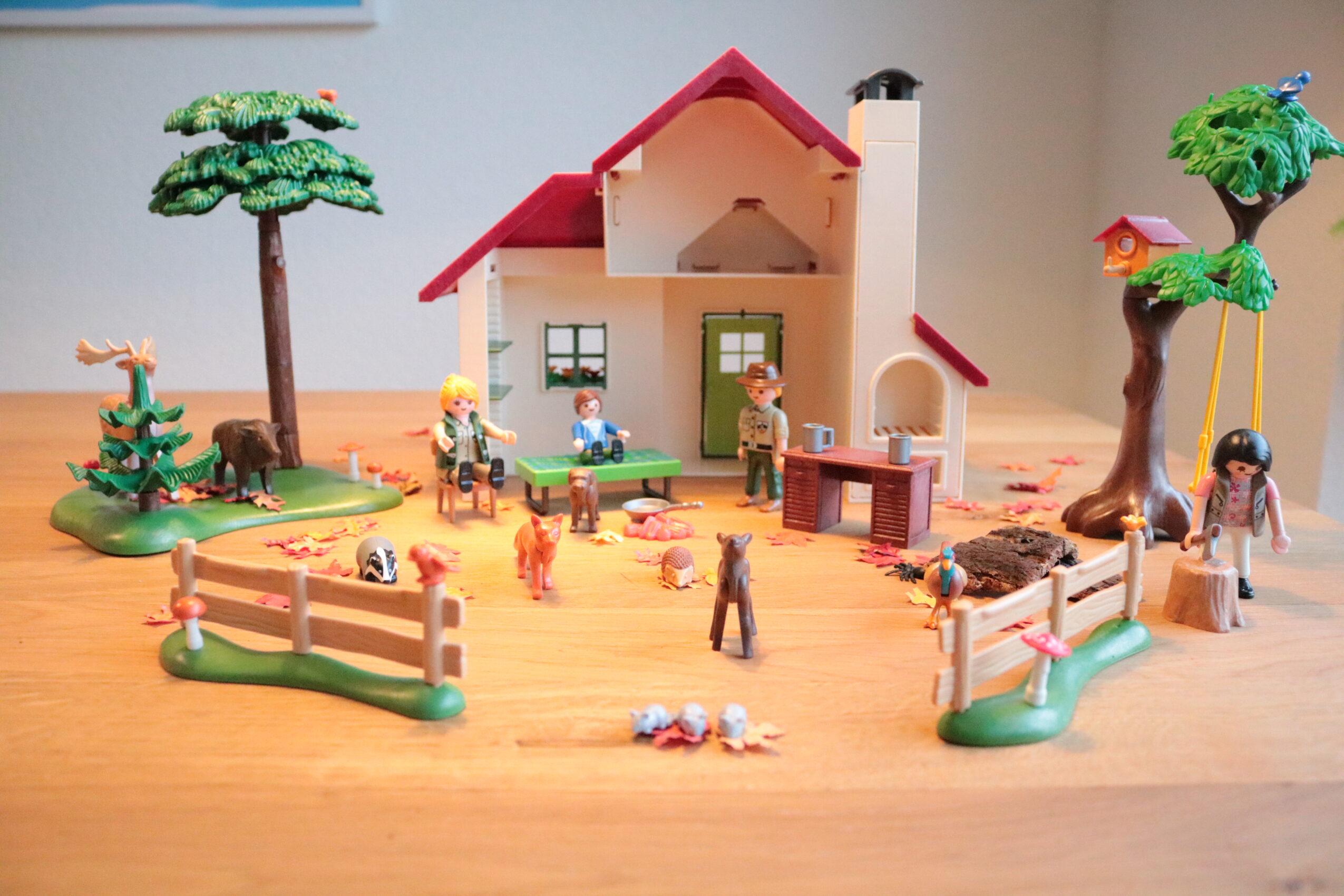 PLAYMOBIL Boswachtershuis en voederplaats herfst